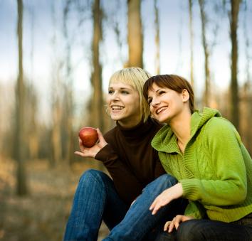 women eating healthy